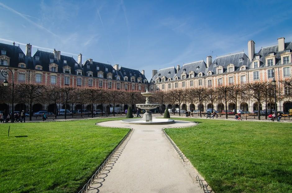 paris-850898_1280